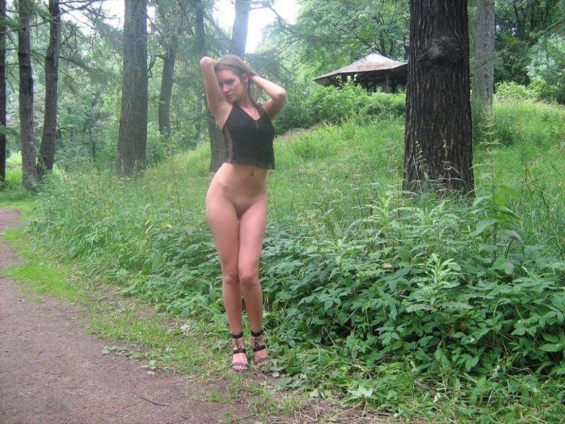 прогулка голой жены в парке